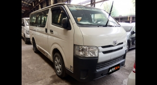 2016 Toyota Hiace Commuter MT