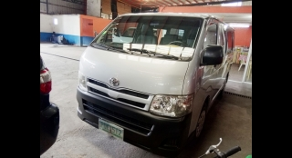 2011 Toyota Hiace Commuter MT