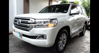 2016 Toyota Land Cruiser 200 4.5L AT White Pearl