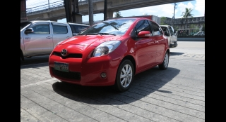 2013 Toyota Yaris AT